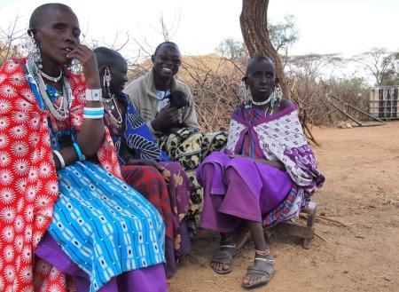 "Au milieu de mes ""tantes"" massaï à Longido (Tanzanie)"